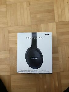 Bose soundlink around ear wireless ll with minor scratch