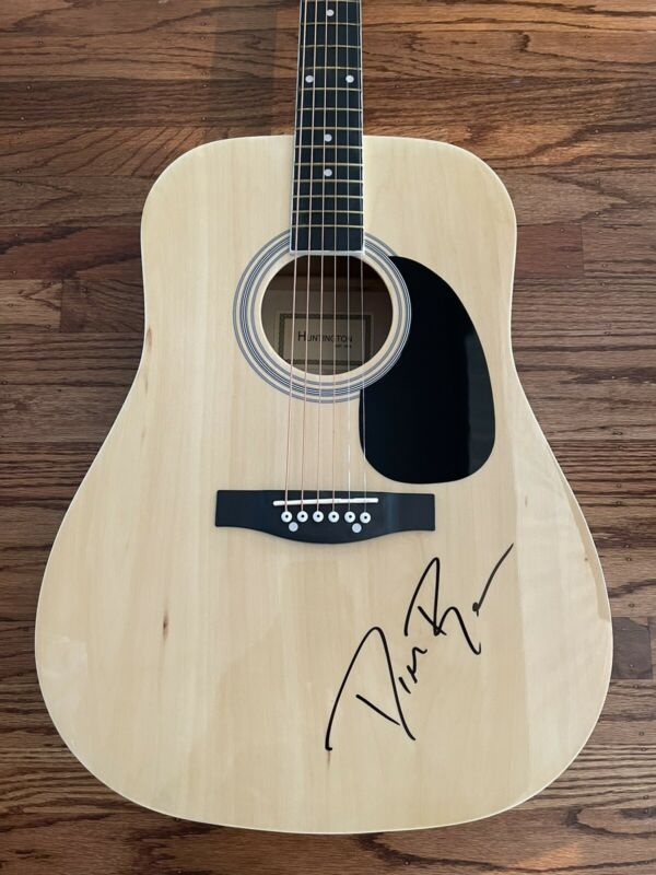 DIERKS BENTLEY SIGNED ACOUSTIC GUITAR AUTHENTIC BECKETT BAS COA #G91601