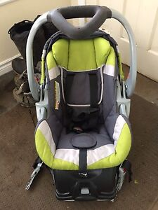 EUC Baby Trend Car Seat With Base