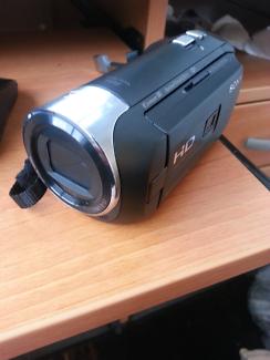 Sony HDR-PJ410 HD Camcorder + 64gb Samsung SDUX U3