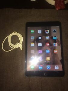 iPad mini 16gb black 10/10 $200