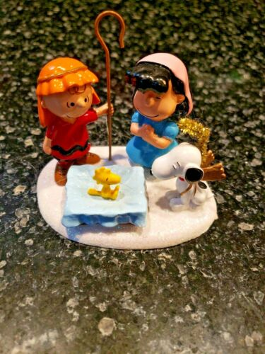 DEPARTMENT 56 Figurine PEANUTS Lucy, Charlie Brown, Snoopy Christmas Pageant