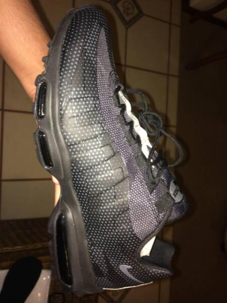 Nike air max 95 SE DEADSTOCK (Need it gone this week)  96b48568f