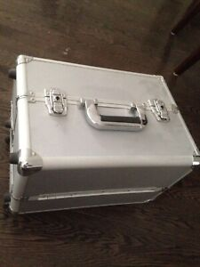 Makeup case with wheels and pull out handle