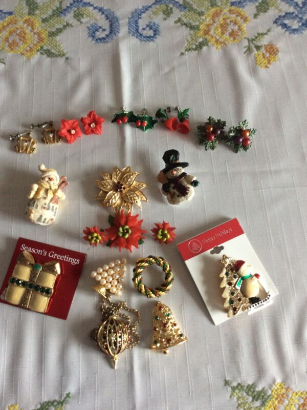 LOT OF 15 CHRISTMAS PINS,CLIP EARRINGS, NECKLACE,SCARF HOLDER