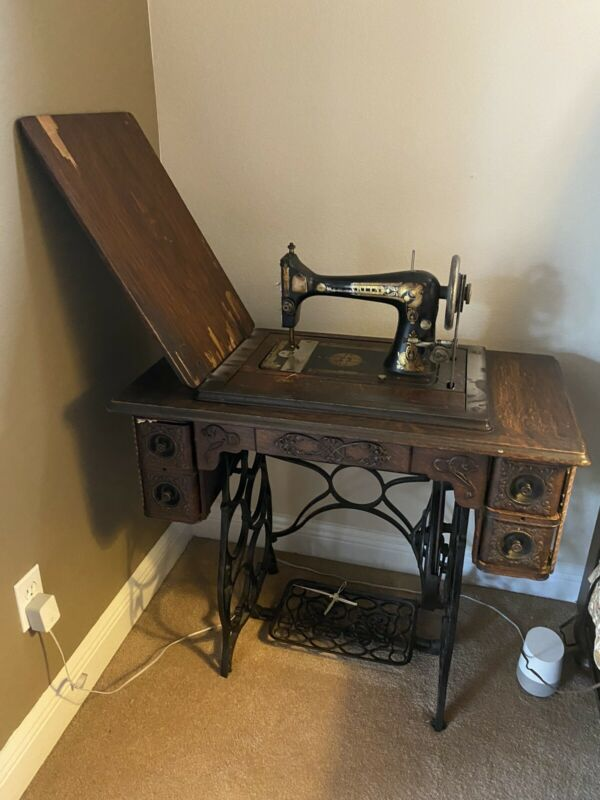 Franklin Vintage Sowing Machine with Beautiful Carved Table