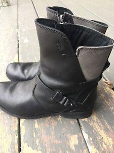 Teva brand boots