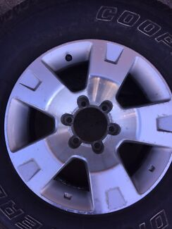 Nissan Patrol GU 17 inch alloy wheel and tyre