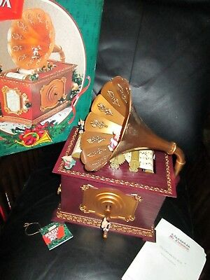 Mr. Christmas Holiday Music Box Plays 15 Songs Mouse Old Fashioned Phonograph