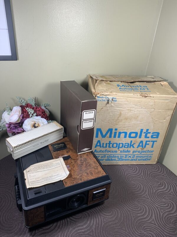 VTG 1970s RARE Minolta Autopak AF/2 slide projector Bundle Complete Box Tested