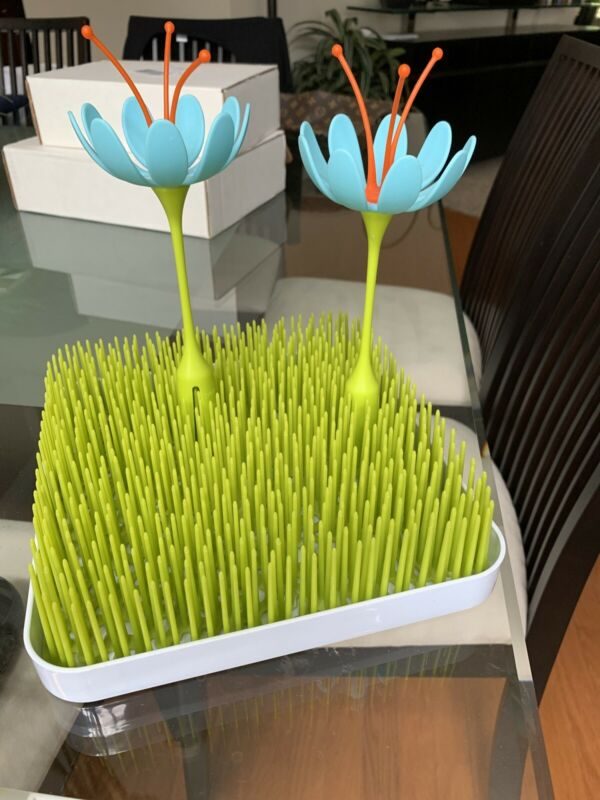 Boon Grass Bottle Drying Rack with Two Flower Accessories for Tops