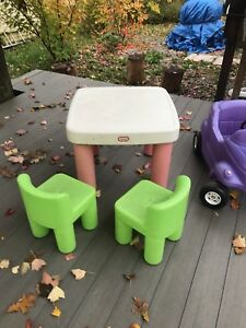 Table et voiturette Little Tikes