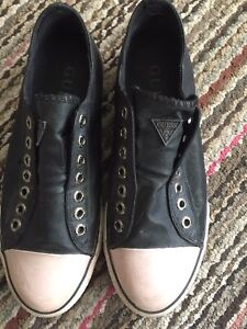 Men's Guess leather -size 9 - $30