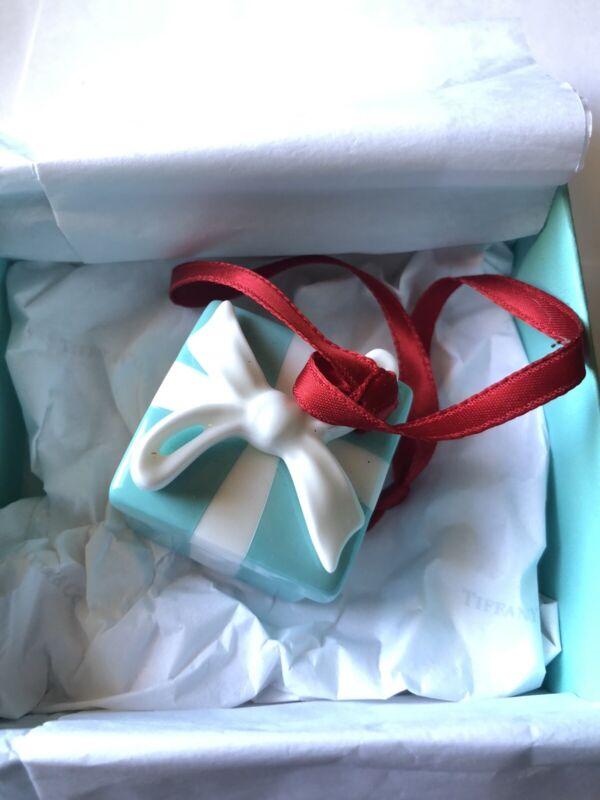 TIFFANY & CO. Little Blue Gift Box & Ribbon Ornament Bone China with box