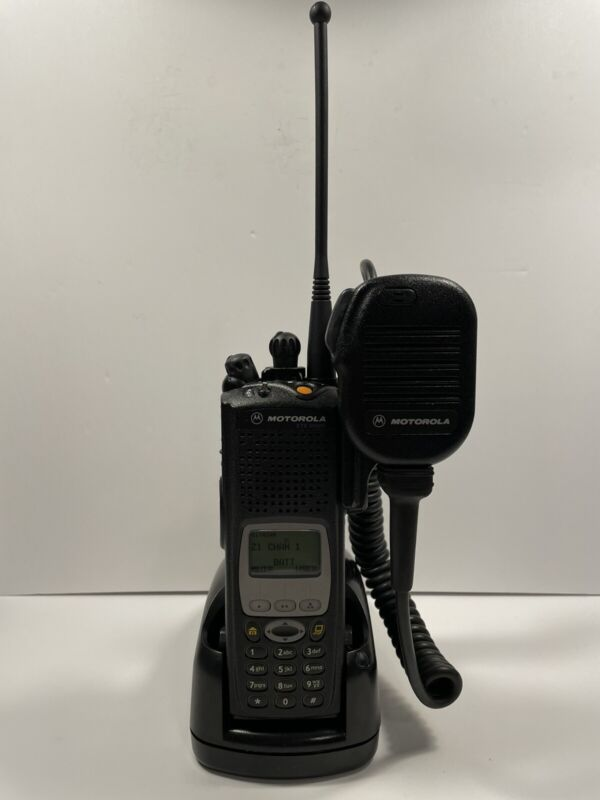 Motorola XTS5000 Model III M3 700/800 MHz H18UCH9PW7AN P25 w/ADP Encryption Pack