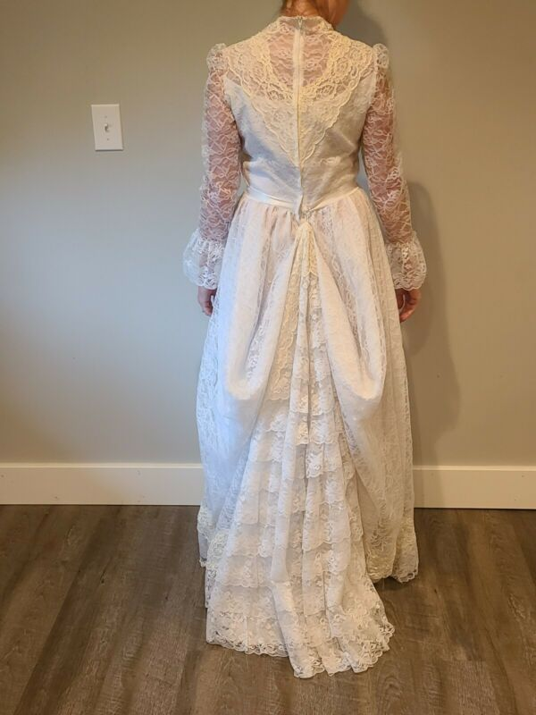 Vintage Prairie Wedding Dress, Gunne Sax Style White / Cream Lace Train EUC