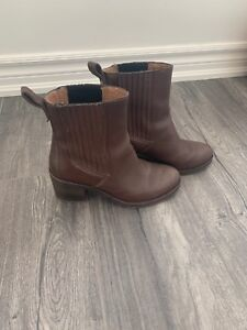 Uggs boots- excellent condition