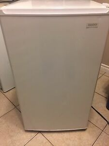 Sanyo mini fridge for sale in good condition