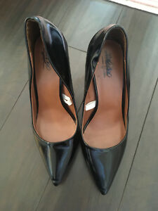 Size 8.5 Women's Black High Heels