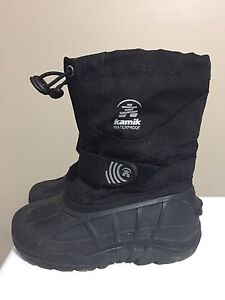 Kamik toddler size 10 winter boots
