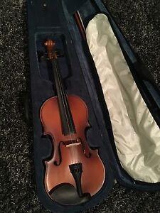Student Cecilio violin