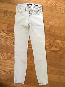 White Guess Skinny Jeans - size 24