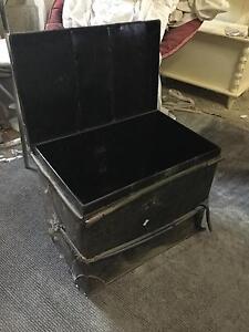 Vintage metal trunk Scarsdale Golden Plains Preview