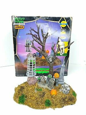 Lemax 2004 CAGED MONSTER Spooky Town Table Top Village Halloween - Halloween Town Monster