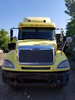 FOR SALE !!  Freightliner Columbia Heavy-Haul Tractor