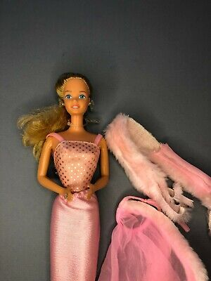 1981 Pink 'n Pretty Barbie doll Superstar Era with outfit and jewelry 80's