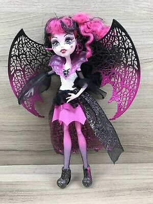 Monster High Puppe • X3716 Draculaura mit Flügel • Kostümparty • Mattel ()