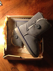 Brand new!! Ugg Button grey - size 8/9