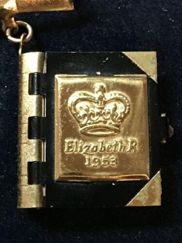 QUEEN ELIZABETH 1953 BROOCH PIN MINIATURE PHOTO BOOK