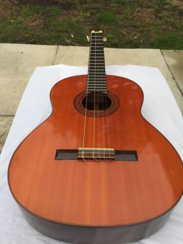Yamaha G-100A Classical Guitar with case