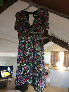 TOPSHOP PETITE dress. size10.  floral patttern. Cut out back. used