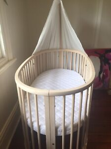 Stokke Sleepi Excellent condition Beech colour with new mattress