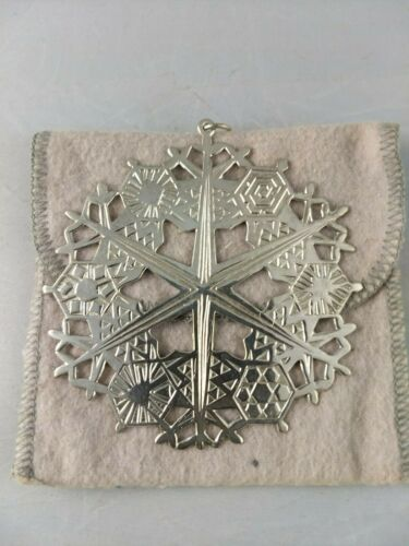 1974 MMA Snowflake Sterling Silver Christmas Ornament Very Good Condition  w/Bag