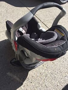 Graco Snugride 30 car seat and travel system