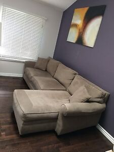Awesome couch! New low price! London Ontario image 1