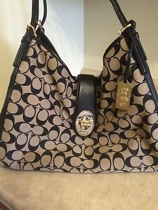 COACH purse (authentic) Mint Condition