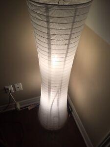 Belle lampe Zen! Encore comme neuve!! + Ampoules!