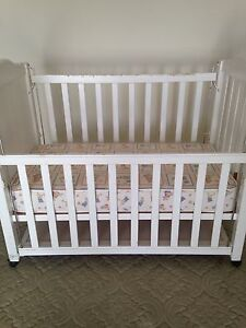 Timber vintage cot Hampton Bayside Area Preview