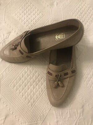 Authentic GUCCI Italy Vintage Women's Beige (Taupe) Leather Shoes Size 37 B