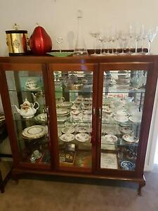 CABINET AND ENTIRE CONTENTS : DOULTON & ALBERT North Beach Stirling Area Preview