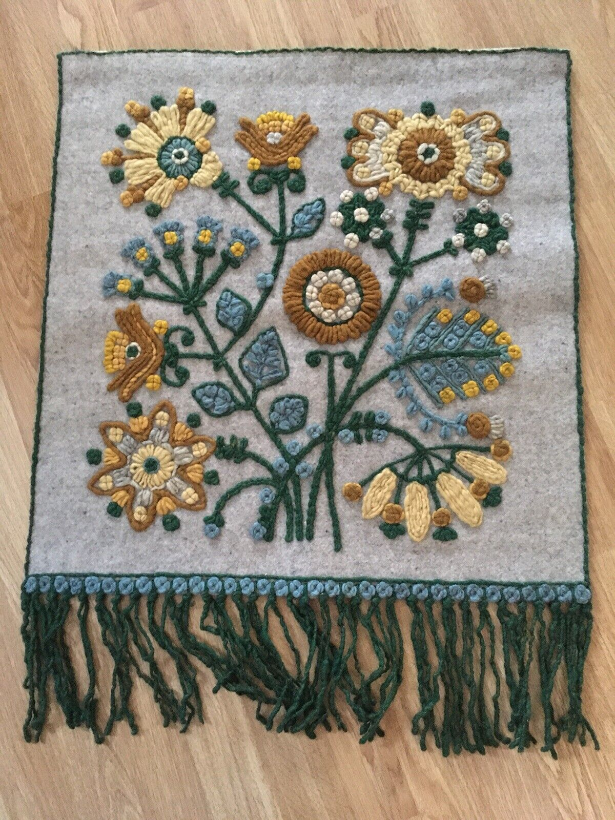 VINTAGE RETRO 70s MID CENTURY EMBROIDERED WALL HANGING FUNKY FLOWERS 75cm