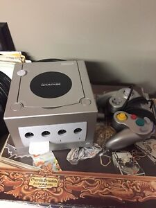 Gamecube, controller and 5 games