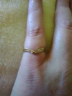 9ct Gold diamond ring. Sz 7 / N