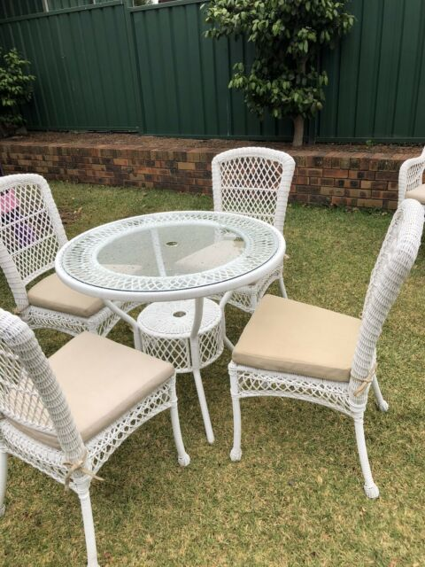 Outdoor Furniture White Wicker Style   Outdoor Dining ...