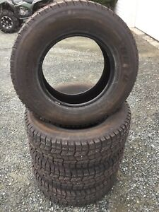 4 like new LT265/70R17