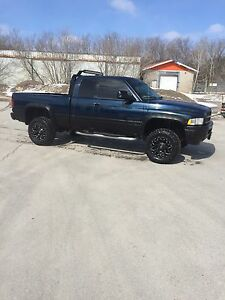 2001 ram with 33x18s